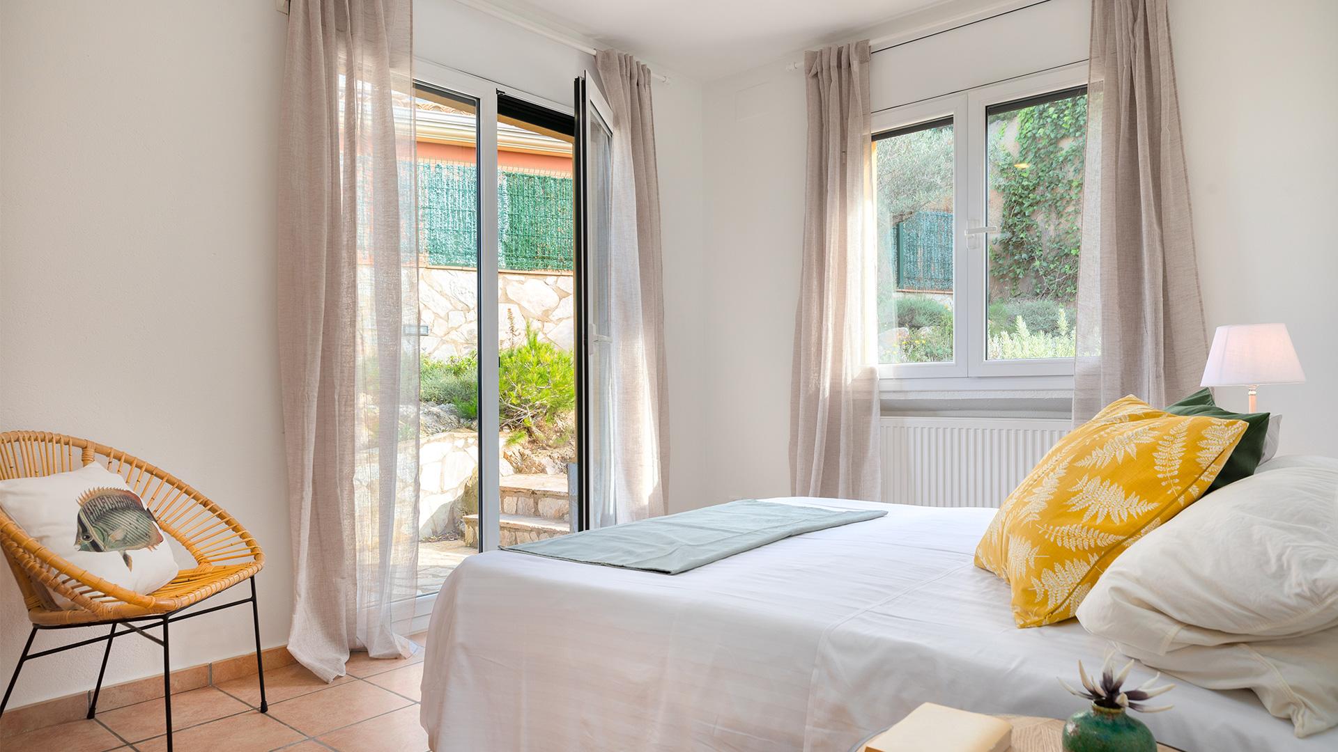 Casa en venta con jardín y piscina en Begur