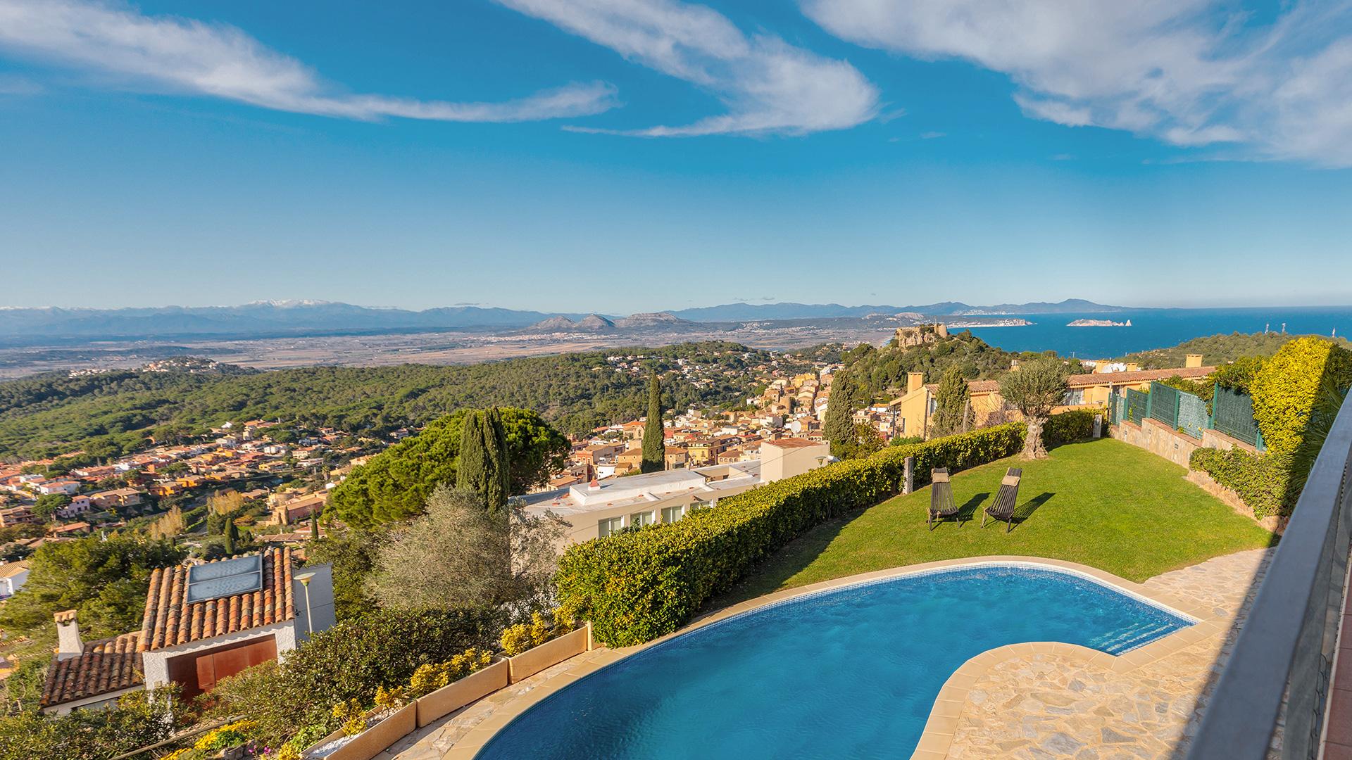 Casa con vistas al mar y piscina en Begur